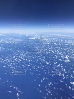 雪の覆われた斜面のビューの写真・画像素材[1034497]