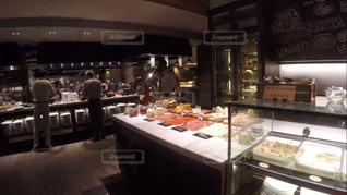ホテルの朝食バイキングの写真・画像素材[1075175]