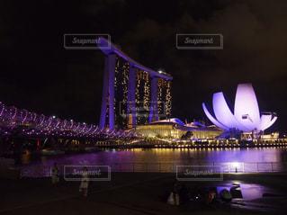 大きな橋が夜ライトアップの写真・画像素材[1089166]