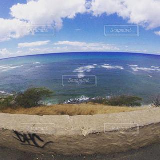 背景の山と水体の写真・画像素材[1034371]