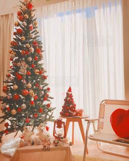 部屋のクリスマス ツリーの写真・画像素材[1621272]