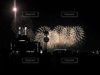 空の花火の写真・画像素材[2320144]