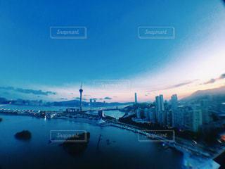暮れる青の写真・画像素材[1034998]