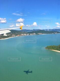 飛行機から見た海の景色の写真・画像素材[1035047]