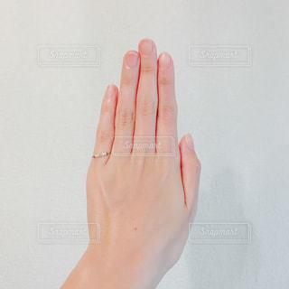 指輪を着けた手 - No.1035149