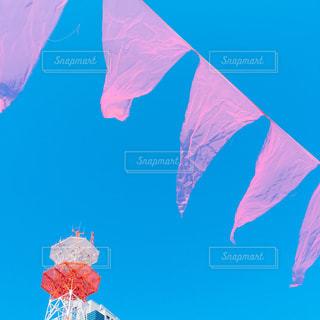 近くの旗のアップの写真・画像素材[1069276]