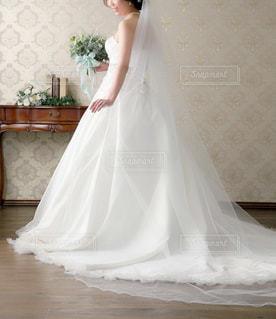 ドレスを着た人の写真・画像素材[1069304]