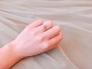 婚約指輪と結婚指輪の写真・画像素材[1085097]