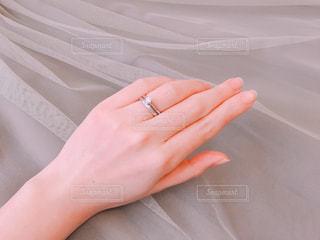 結婚指輪と婚約指輪の写真・画像素材[1085098]