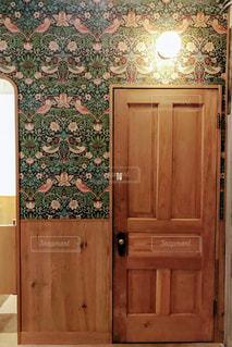 木製ドアの写真・画像素材[1223917]