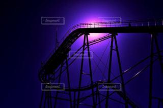 大きな橋が夜ライトアップの写真・画像素材[1035997]