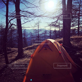 雪の中のテント - No.1035974