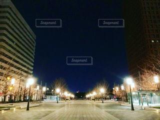 光に導かれての写真・画像素材[1036940]