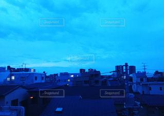 ベランダから見た夜明けの写真・画像素材[1087600]