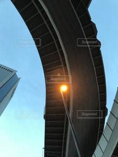 高速道路を見上げるの写真・画像素材[1225509]