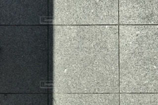 黒と白のタイルの写真・画像素材[1225510]