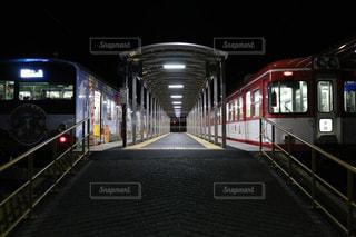 夜の駅の写真・画像素材[1256749]