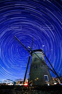 風車と星の写真・画像素材[1037285]