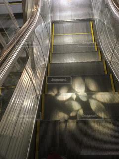 ライトアップされたエレベーターの写真・画像素材[1037766]