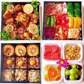 さまざまな種類の食物の束の写真・画像素材[2132426]