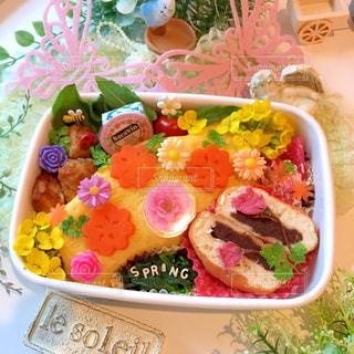 お花いっぱいオムライスの写真・画像素材[2142354]