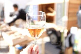 白ワインで乾杯の写真・画像素材[1045844]