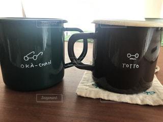 テーブルの上のコーヒーのマグカップの写真・画像素材[764991]