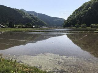 背景の山と水体の写真・画像素材[1225854]