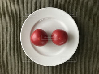 皿の上のフルーツ ボウルの写真・画像素材[1249272]