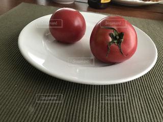 皿の上のフルーツ ボウルの写真・画像素材[1249276]