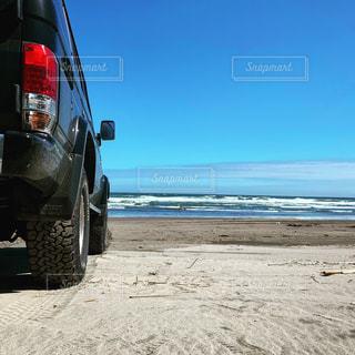 浜辺のトラックの写真・画像素材[2457906]