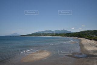 海の奥には桜島の写真・画像素材[1209583]
