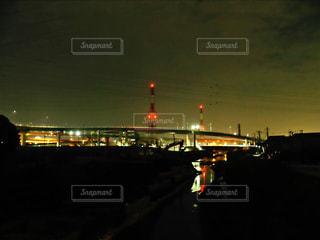 夜の赤信号の写真・画像素材[1089203]