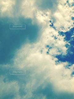 青い空に雲の写真・画像素材[1045873]