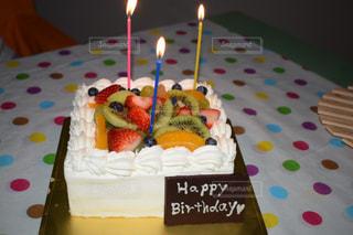 キャンドルとバースデー ケーキの写真・画像素材[1168213]