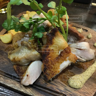 いきいき鶏のソテー(ハーブ岩塩)の写真・画像素材[1040595]