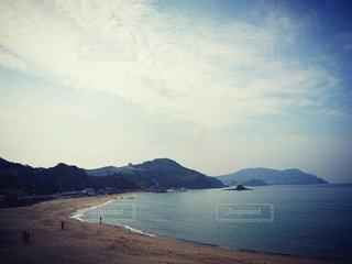 背景の山と水体の写真・画像素材[1040135]