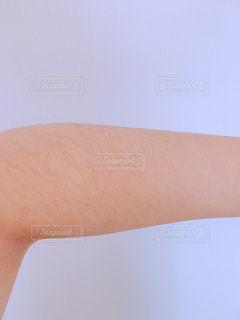 腕のムダ毛の写真・画像素材[1126014]