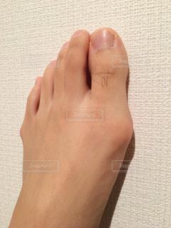 足の親指の長いムダ毛の写真・画像素材[2068376]