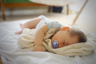 眠っている赤ちゃんの写真・画像素材[1207443]