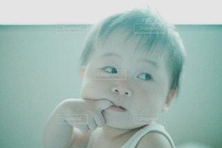 おしゃぶりをする赤ちゃんの写真・画像素材[1388880]