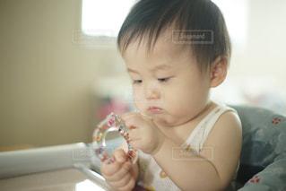 赤ちゃん歯ブラシを持つ赤ちゃんの写真・画像素材[1388882]