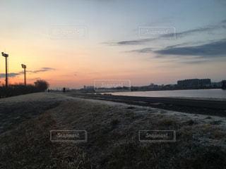 多摩川の夕焼けの写真・画像素材[1040515]