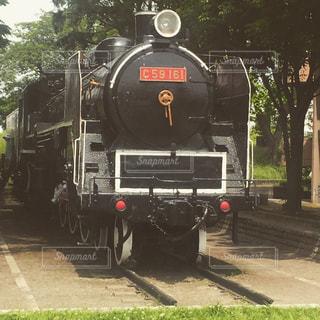 鋼のトラック上の蒸気鉄道の写真・画像素材[1040658]