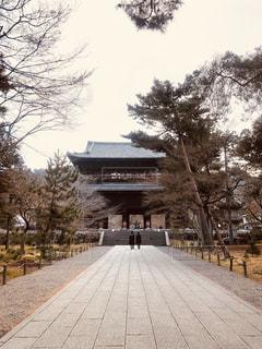 南禅寺 南大門の前の写真・画像素材[1041121]