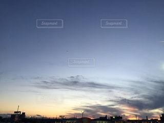 街に沈む夕日の写真・画像素材[1489463]
