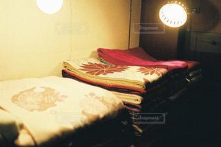 照明に照らされた着物の写真・画像素材[1041122]