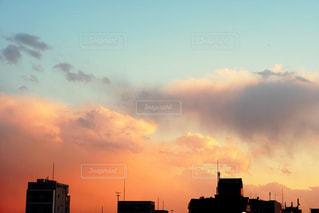街に沈む夕日の写真・画像素材[1926244]