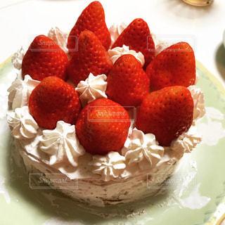 皿の上のケーキの一部の写真・画像素材[1041259]