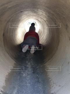 トンネルの先には何があるかなの写真・画像素材[1046038]